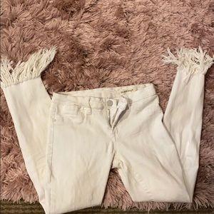 White frayed hem skinny jeans